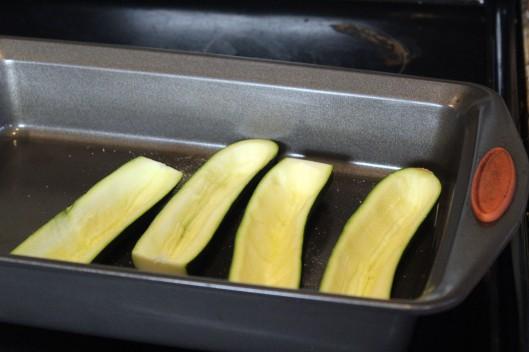 Lay zucchini emptied to roast